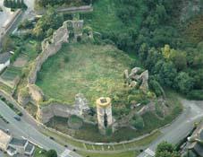 Ruinas del castillo de Champtocé, en cuya torre negra nació Gilles